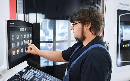 Application engineer Steffen Heitmann at the CELOS®-control